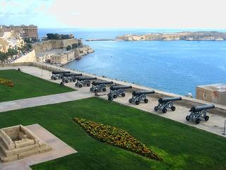 Hafen mit Kanonen